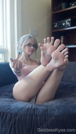 Bow down and worship my spread toes, bitch!